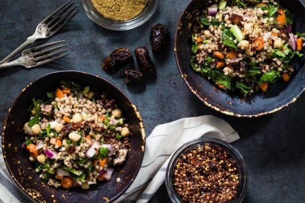 Великий піст 2018: рецепт пісного салату з гречки та фініками