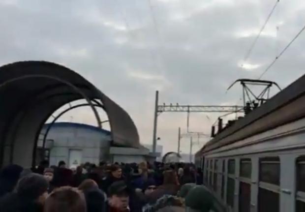Тиснява в електричці у Києві в час пік