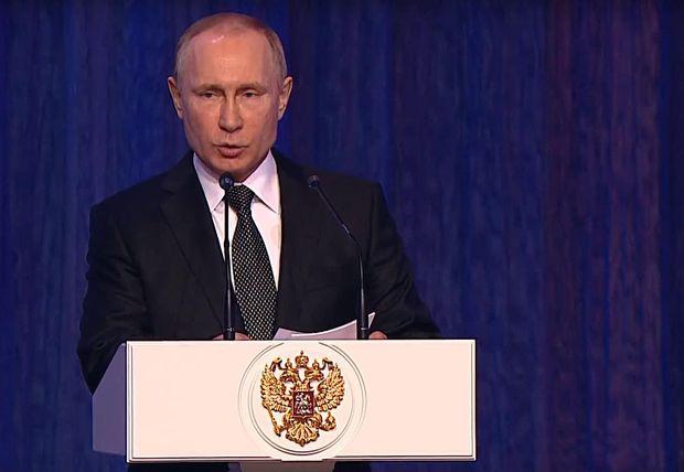 Хворий Путін знову вийшов в люди