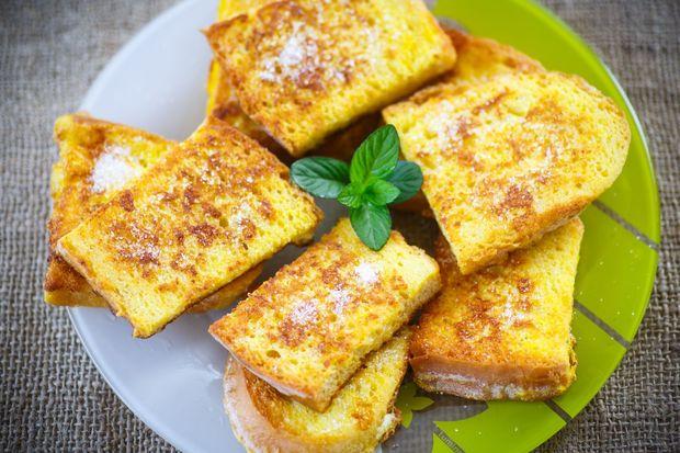 Солодкі грінки з черствого хліба