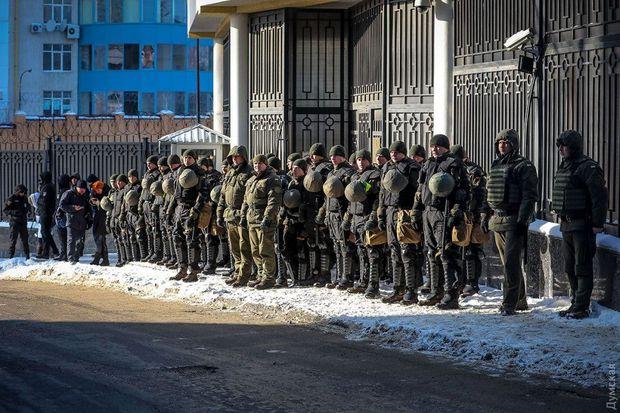Консульство РФ в Одесі охороняли чимало силовиків