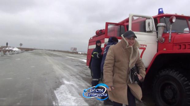 Через сильні пориви вітру Азовське море затопило дорогу Генічеськ – Стрілкове