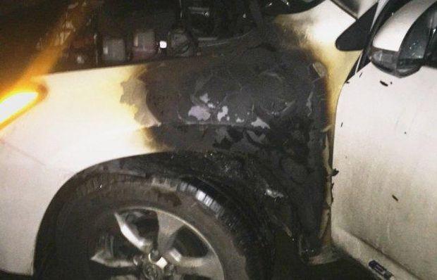 На Закарпатті підпалили автомобіль і магазин депутата від БПП