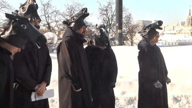 У Києві активісти вийшли на мітинг у костюмах