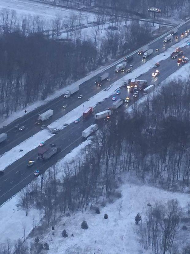 Понад 80 авто потрапили в ДТП через сніг у США
