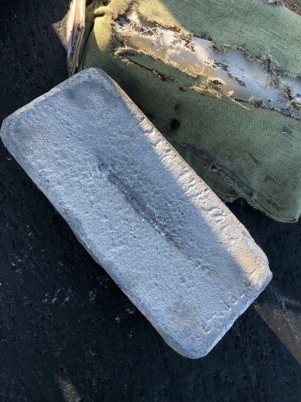 У Росії з літака випало майже 9 тонн золота і платини