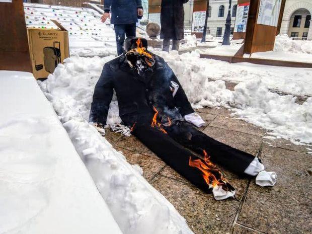 Спалили опудало Путіна