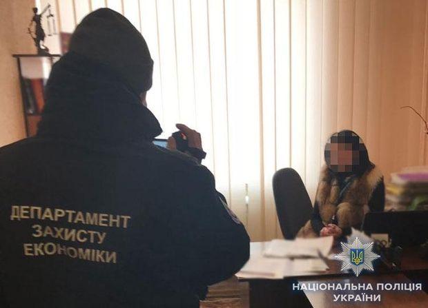 Поліція провела затримання посадовців у кількох містах України
