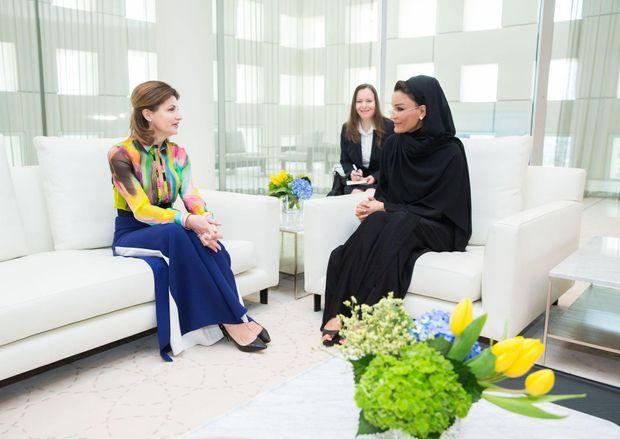 Марина Порошенко засвітила яскраве вбрання у Катарі: чарівні фото