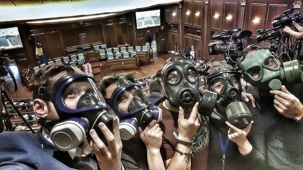 Журналісти у протигазах у парламенті Косово