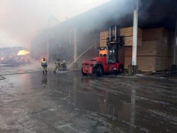Пожежа на деревообробному заводі в Росії