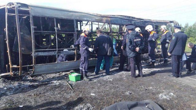 Жуткое ДТП в России: от пассажирского автобуса остался только каркас