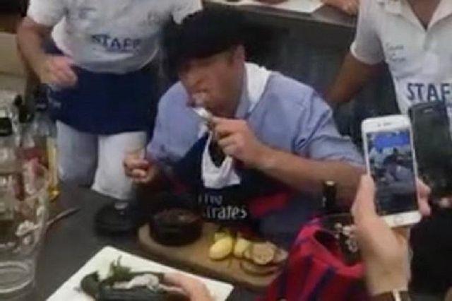 Городской глава на спор съел крысу: опубликовали видео