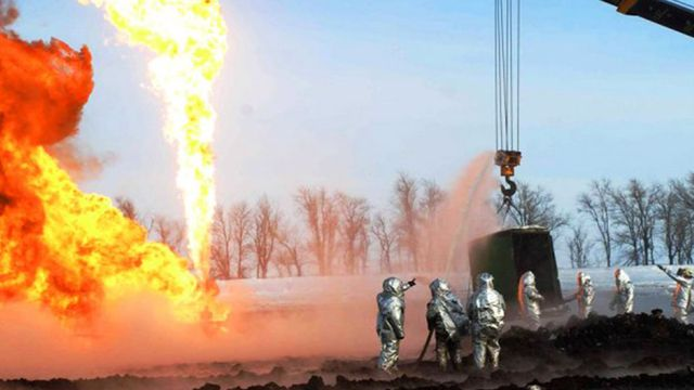 Пожар на нефтяной скважине в России: пострадавший украинец умер в больнице