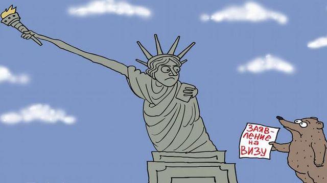 В Москве выстроилась длиннющая очередь для получения визы США: фотофакт