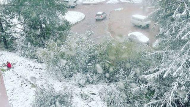 Российский город завалило снегом: фото непогоды