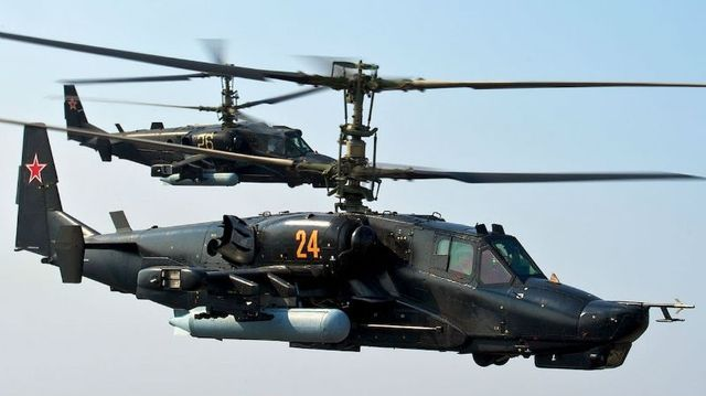 Российский вертолет выстрелил по зрителям: появилось видео с борта Ка-52