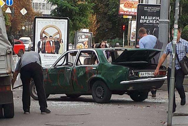 Появились интересные детали о скандальной акции с крушением авто в центре Киева