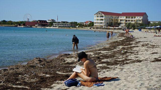 Бархатный сезон в Крыму подходит к концу, так и не начавшись: фото безлюдных берегов