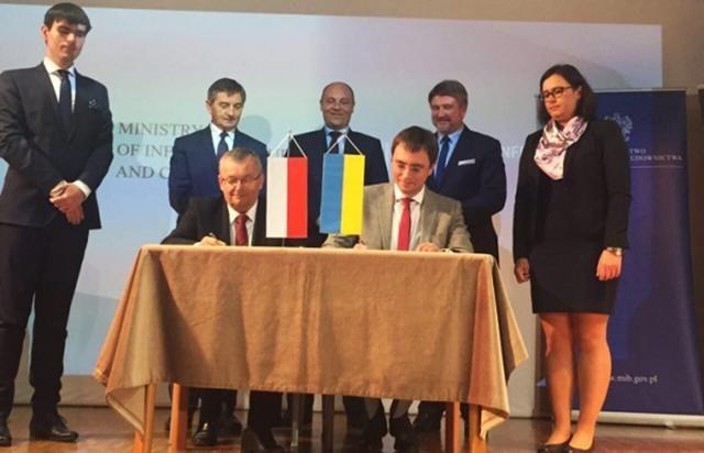 Через Карпаты построят международную автомагистраль: Омелян подписал меморандум