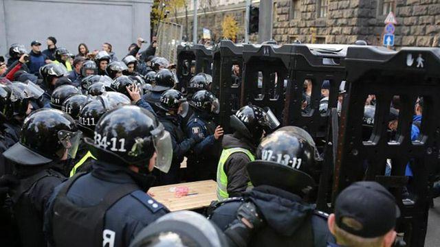 Будут задержаны, – Аваков об активистах, которые подрались с правоохранителями под Верховной Радой