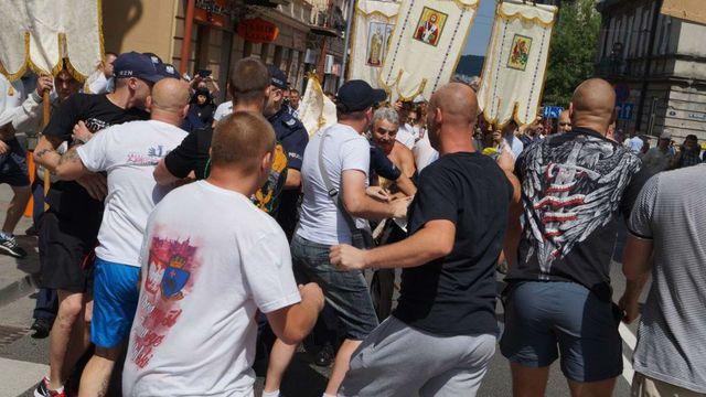 dt.ua У Польщі висунули обвинувачення 20 нападникам на українську процесію 24d046b5c7384