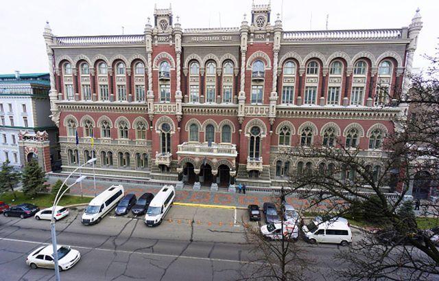 Національний банк України повністю скасував обмеження на зняття грошей з  банківських рахунків. Скасування стосується як валютних операцій населення  і ... 7b5187813331b